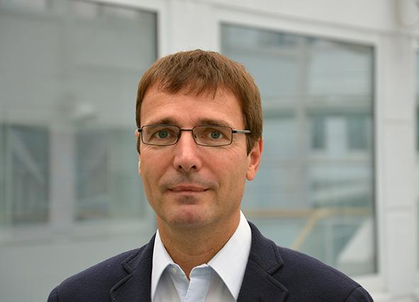 Peter Koschatzky nimmt an der Podiumsdiskussion teil.
